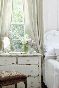 Summer decor ideas for the bedroom with neutrals whites in a shabby cottage style home.
