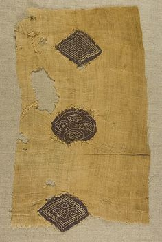 Coptic Tunic Fragment   with Insertions - Egypt.  4th to 5th century. Linen and wool.  18 cm. x 31 cm. Tapestry and soumak.