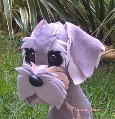 Schnauzer em Feltro Schnauzer, Garden Sculpture, Diy And Crafts, Crafty, Outdoor Decor, Dogs, Diy Ideas, Animals, Dog