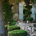 A Walk in the Neighborhood with Olivia Rae James: Gardenista