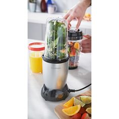 With 8 kitchen functions in one the Goodmans Multi Blender is ideal for all kinds of home cooking.  This versatile food processor can mix, chop, blend, whip, grind, puree, grate and juice! It's the easy way to your 5-a-day on the go!
