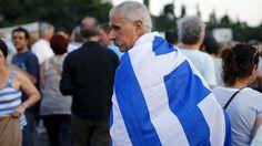 Während sich in Luxemburg die Eurofinanzminister berieten, demonstrierten vor dem Parlament in Athen Tausende Griechen für den Verbleib im Euroraum.