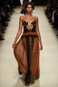 Alberta Ferretti collezione donna primavera estate 2016 http://modainpasserella.blogspot.it/2015/10/0182-alberta-ferretti-collezione-donna.html #AlbertaFerretti #SS2016 #womenswear #MFW