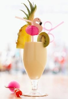 4 cups of pineapple juice 8 cups of diet ginger ale and 4 cups of fruit sorbet. Garnish with pineapple wedges if youre feeling crafty. Calorie count: 110 calories per 8 oz. Cocktails, Cocktail Drinks, Alcoholic Drinks, Beverages, Mix Drinks, Low Calorie Drinks, Healthy Drinks, Healthy Smoothies, Mud Slide Drink Recipe