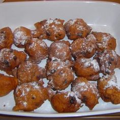 bollen - Dutch Sultana Donuts Try this Ollie bollen - Dutch Sultana Donuts recipe by Chef AnneMarie.Try this Ollie bollen - Dutch Sultana Donuts recipe by Chef AnneMarie. Julia Childs, Amish Recipes, Cooking Recipes, Scottish Recipes, German Recipes, Dutch Desserts, Pennsylvania Dutch Recipes, Delicious Desserts, Yummy Food