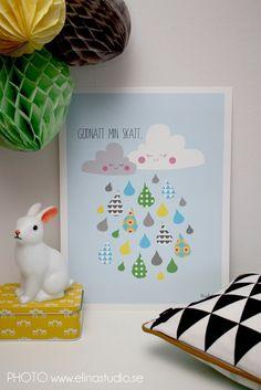 Raincloud print, honeycomb pompoms. Colourful kidsroom details by elinochalva - Shoppingtokig mamma som älskar pyssel inredning och mode