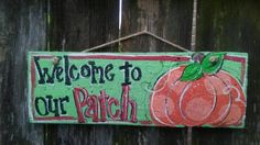 Cute cute cute for Fall. Welcome everybody with this adorable sign painted on a reclaimed fence board. 16 x Varnished for durability. Fall Wood Crafts, Pumpkin Door Hanger, Fall Door Hangers, Fall Signs, Pumpkin Decorating, Painted Signs, Fall Pumpkins, Fall Halloween, Painting On Wood