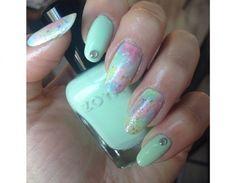 Manicure pastello con punti luce