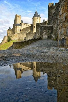 Lord of the Rings Scenery — Nargothrond - Carcassonne, France Beautiful Castles, Beautiful Buildings, Beautiful Places, Vila Medieval, Medieval Castle, Places To Travel, Places To See, Travel Destinations, Carcassonne France