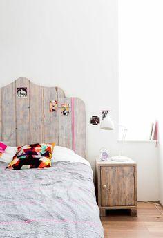 DIY Headboard Idea via VT Wonen. Love, love, love this headboard and bedside table. Dream Bedroom, Home Bedroom, Girls Bedroom, Bedroom Decor, Bedroom Ideas, Bedroom Inspiration, Girl Room, Style At Home, My New Room