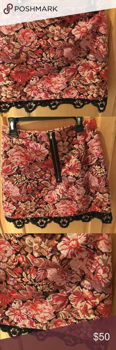 TopShop Nordstrom Skirt US4 Similar to Free People This TopShop mini skirt can be paired with a crop top or a tucked-in blouse! It can be worn with tights in the wintertime. It in perfect condition. Topshop Skirts Mini
