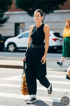 New York Fashion Week Delivered All the Street Style You've Been Waiting For Street Looks, Streetwear, How To Pose, Street Style Summer, Street Chic, Street Fashion, New York Fashion, Spring Summer Fashion, Spring Ootd