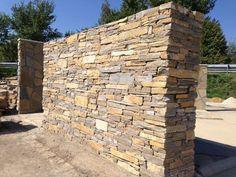 Obklady přírodní nepravidelné | Terchovský pískovec dlažba/zdění 10-50cm, tl. 3-5cm | Přírodní kámen, obklady a dlažby - stavebniny Tišnov