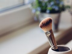 The Hidden Benefits of Cleaning Your Makeup Brushes + DIY Brush Cleanser - Willow and Sage Magazine Diy Natural Beauty Recipes, Homemade Beauty, Airbrush Foundation, Foundation Tips, Brush Cleanser, Facial Cleanser, Perfect Skin, Vegan, Everyday Makeup