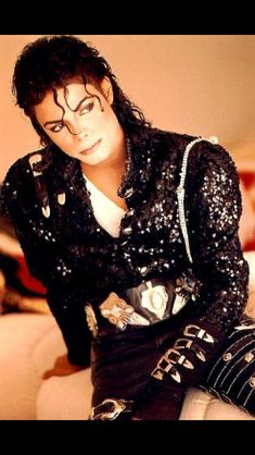 Y/N Lowell, Michael Jackson, Ruby Brandon and Antonio Barker. That's the name of the people this book is about. Well most Michael and Y/N but you need to know. Invincible Michael Jackson, Michael Jackson Bad Era, Janet Jackson, Michael Jackson Outfits, Michael Jackson Wallpaper, Lisa Marie Presley, Paris Jackson, Elvis Presley, King Of Music