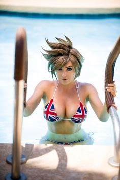 Jessica Nigri as Tracer Cosplay, or cosplaying is, by definition, a form of dress up or costume play Aliens, Tracer Cosplay, Jessica Nigri Cosplay, Overwatch Tracer, Foto Art, Amazing Cosplay, Beach Bunny, Cosplay Girls, Avengers