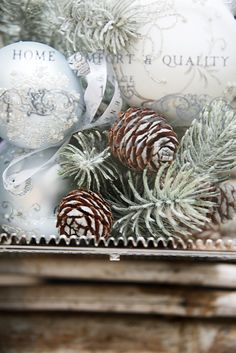Lene Bjerre - AUTUMN 2013.  TRADITION box with CARLISLE Christmas baubles.