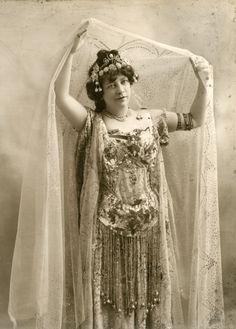 Adelaide Herrmann - Queen of Magic