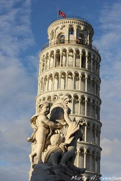 Torre di Pisa. The leaning tower of Pisa