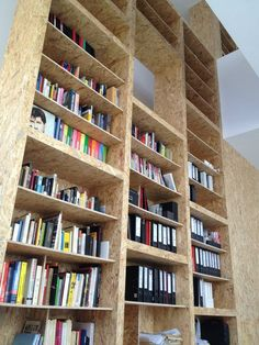 Plywood Interiors // Book Shelves // Agence O Architecture Chipboard Interior, Plywood Interior, Garage Interior, Stair Shelves, Plywood Shelves, Book Shelves, Osb Wood, Oriented Strand Board, Bookshelf Design