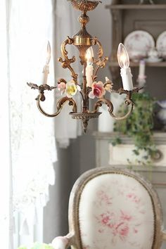 """Chandelier 3 lights of antique chandelier made in Italy Antique / Capodimonte Rose"" ancient and modern times, gently Coconfouato [antique lighting and antique furniture] United Kingdom antique French antique French antique, antique chandeliers, antique furniture, antique lighting, antique, antique jewelry, interior"