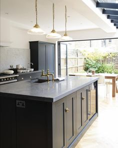 Browse photos of Small kitchen designs. Discover inspiration for your Small kitchen remodel or upgrade with ideas for organization, layout and decor. Devol Shaker Kitchen, Devol Kitchens, Home Kitchens, Home Decor Kitchen, Kitchen Living, Kitchen Interior, New Kitchen, Kitchen Island, Kitchen Lamps