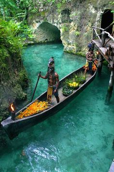 The Mesoamericans believed that different colors of corn caused the color of men. En Xcaret Rivera Maya