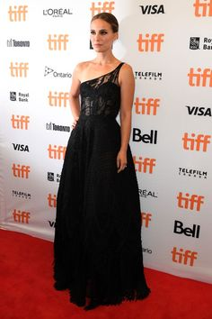 Natalie Portman at Lucy in the Sky premiere - Celebrity Style Week: Celebrity Style Fashion and Latest Trends Elsa Peretti, Carolina Herrera, Karl Lagerfeld, Valentino Gowns, Yellow Gown, Toronto Film Festival, Haute Couture Gowns, Dior Dress, Ford