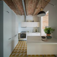 Barrel-vaulted ceilings and exposed brick walls evoke the heritage of this apartment in Barcelona, remodelled by local studio Nook Architects Apartment Interior, Apartment Design, Kitchen Interior, Kitchen Design, Apartment Living, Nook Architects, Cosmopolitan, Barcelona Apartment, Mini Loft