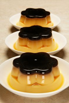 Hello, today I want to share with you the first recipe I've ever done. Since I was a little girl my mom used to make this simple homemade flan. The last year I'