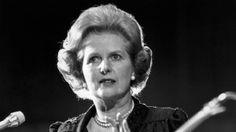 """Muchos artistas odiaron a Margaret Thatcher y su política. Con sus recortes sociales, la """"Dama de Hierro"""" desató la ira de muchos y generó involuntariamente un terremoto cultural en los años 80. El punk, el rock e incluso bandas popcomo Wham!: a todos les unía el rechazo a la primera ministra. Y no pocos cantaron [...]"""