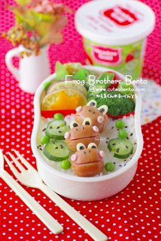 Fabulously fun froggie bento lunch. #bento #Japanese #Japan #food #lunch #cute #kawaii #frogs