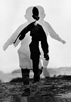 Menino correndo' (1960), fotografia em dupla exposição.