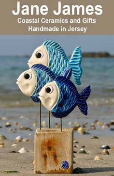 New Photos clay pottery fish Thoughts Poterie poissons bleus support bois Clay Wall Art, Clay Art, Beach Crafts, Diy And Crafts, Ceramic Pottery, Ceramic Art, Clay Fish, Pottery Store, Driftwood Crafts