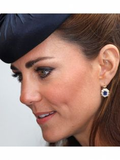 Kate Middleton sapphire halo earrings #Royals #Marquirettes