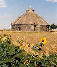 Old Fromme-Birney Round Barn, Mullinville, Kansas Farm Barn, Old Farm, Country Barns, Country Life, Barn Pictures, Old Houses, Farm Houses, Barns Sheds, Country Scenes