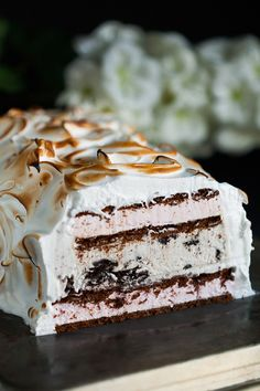 Forget the hours and hours it takes to make Baked Alaska! Make this Easy (Cheater) Baked Alaska instead for an impressive dessert everyone will love! Easy No Bake Desserts, Frozen Desserts, Low Carb Desserts, Delicious Desserts, Yummy Food, Sweet Desserts, Tasty, Pavlova, Cheesecake Oreo