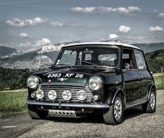 Mini Cooper british racing green