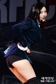 Joy of Red Velvet These Girls, Guys And Girls, Kpop Girls, Red Velvet Joy, Asian Cute, Girl Bands, Female Poses, South Korean Girls, Asian Beauty