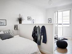 Dividing wall, studio living, home studio, studio bed, studio apartment div Small Apartment Bedrooms, Tiny Apartments, Tiny Spaces, Apartment Living, Studio Apartments, Studio Apartment Divider, Studio Apartment Decorating, Studio Interior, Interior Design