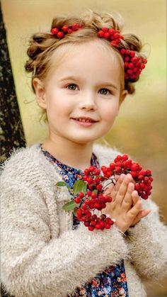 Pretty girl with flowers Cute Kids Photography, Autumn Photography, Beautiful Children, Beautiful Babies, Flower Head Wreaths, Beauty And The Best, Princess Girl, Future Daughter, We Are The World