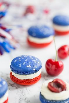 Red, White, & Blue Cherry Cheesecake Macarons Red, White, and Blue Cherry Cheesecake Macarons: so much fun for a barbecue! Loved the patriotic colors- definitely on my must-make list for Memorial Day or July Patriotic Desserts, Blue Desserts, 4th Of July Desserts, Fourth Of July Food, Summer Desserts, July 4th, Patriotic Party, Fourth Of July Recipes, 4th Of July Cake