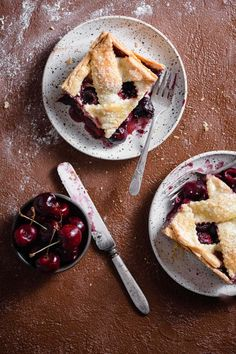 Fresh Cherry Pie | Two Cups Flour Mini Cherry Pies, Sweet Cherry Pie, Homemade Pie, Homemade Cakes, Fresh Cherry Cake Recipe, Fig Pie, Pie Crust Dough, Cherry Smoothie, Cherry Desserts