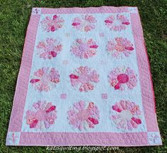 Kati's Quilting and Sewing    Beautiful quilting on this Dresden quilt