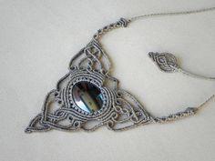 Makramee Halskette mit Hämatit böhmischen Schmuck von QuetzArt