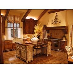 Such a warm and inviting kitchen!