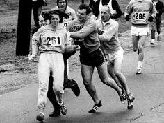Kathrine Switzer, première femme à courir le marathon de Boston  En 1967, l'écrivaine Kathrine Switzer utilise son pseudo K. V. Switzer pour participer au célèbre marathon de Boston. Avec le dossard numéro 261, elle effectue une course de 4 heures et 20 minutes, malgré les obstacles et les hommes déterminés à l'empêcher de courir à leurs côtés.