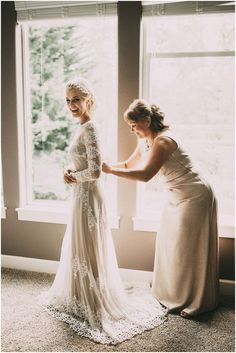 10 Mother Daughter Wedding Photos You'll Want to Capture - Bride Rebel Wedding Picture Poses, Wedding Poses, Wedding Dress Pictures, Wedding Photography Inspiration, Wedding Inspiration, Wedding Dress Shopping, Wedding Dresses, Modest Wedding, Bride Dresses