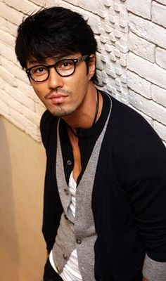 25 Hot Korean Actors who Magically Look Hotter in Glasses - Cha Seung Won