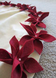 Life Like Honey: Poinsettia Christmas Tree Skirt